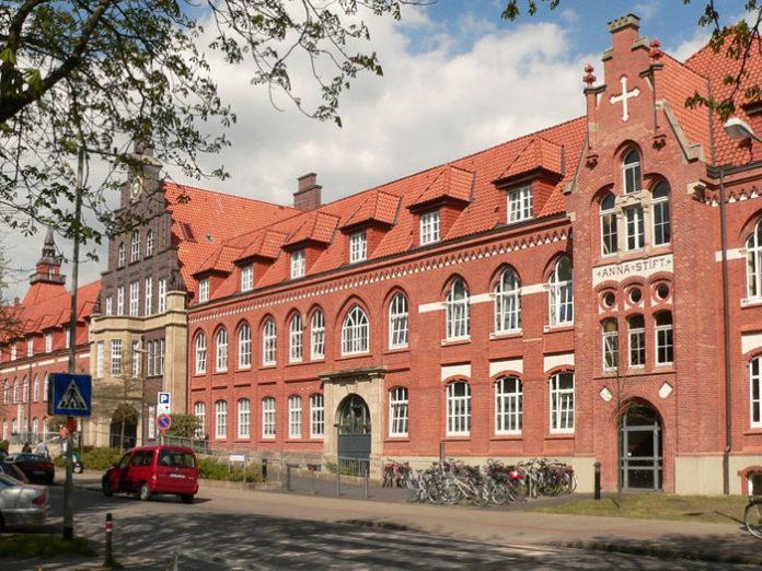 Rotes Backsteingebäude Krankenhaus Annastift Hannover